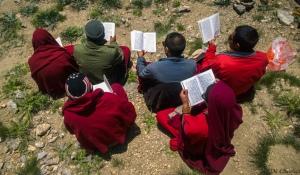 Lamas worshiping in kaza