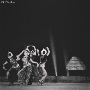 traditional dance at konark festival odisha