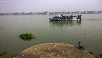 ferry on ghats of kolkata